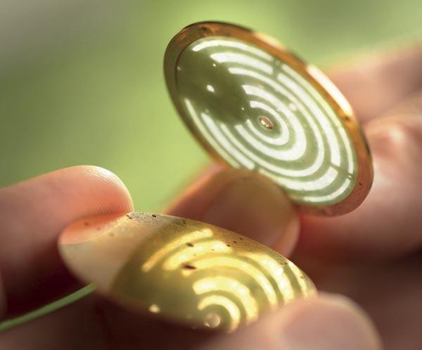 De opengewerkte gouden schijf